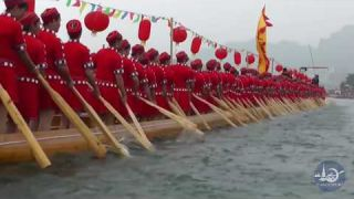 Giant Dragon Boat with 180 Female Paddlers